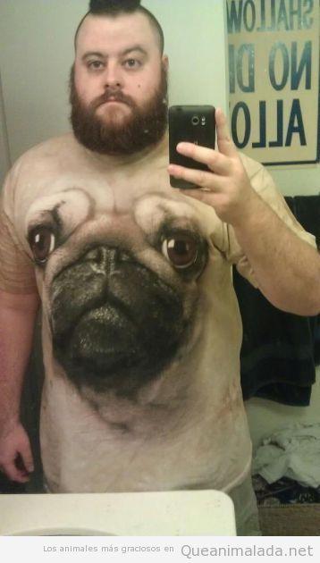 Foto divertida autofoto lavabo hombre camiseta de su perro