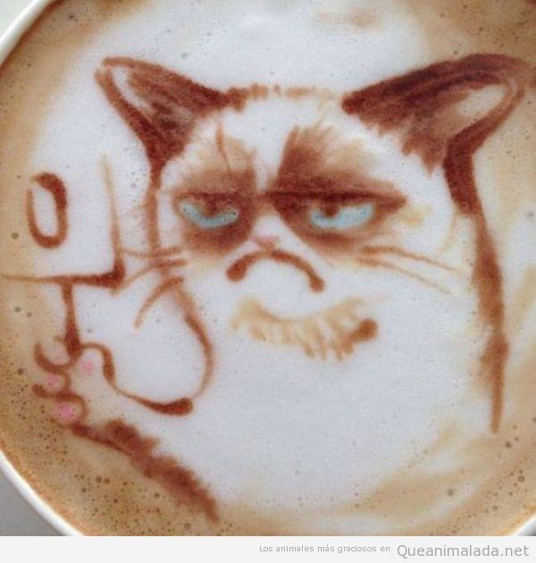 Grumpy Cat dibujado en café